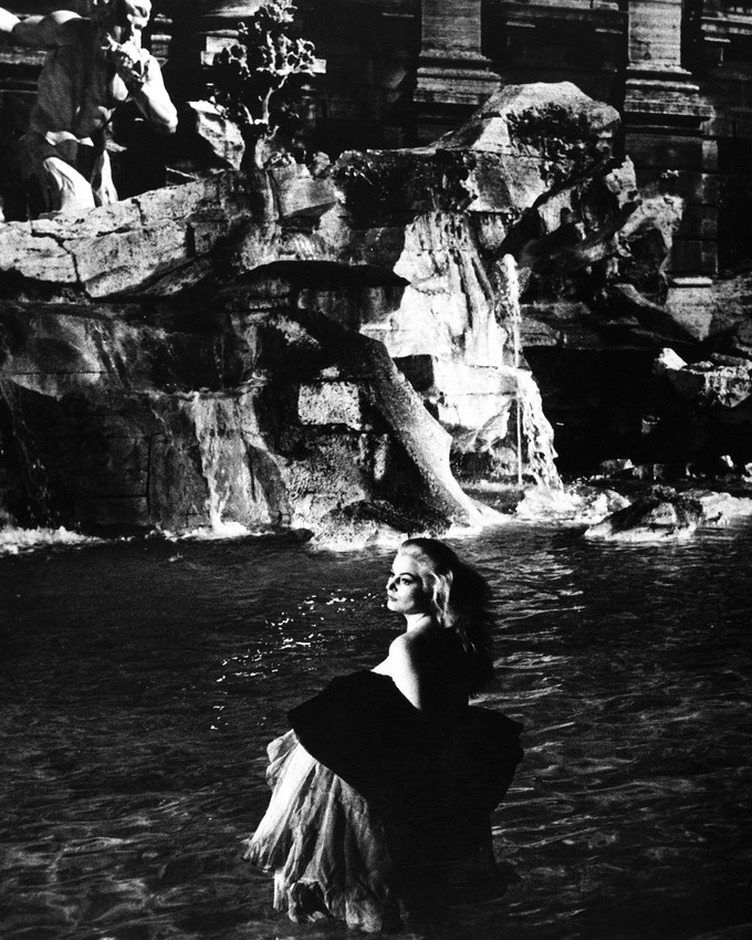 la dolce vita anita ekberg iconic in trevi fountain rome poster or photo ebay. Black Bedroom Furniture Sets. Home Design Ideas