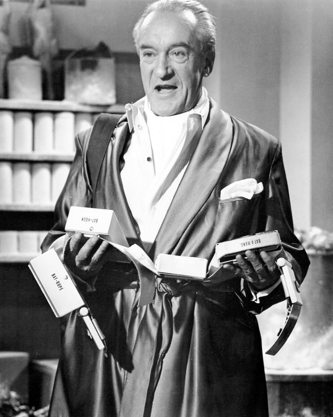 GEORGE SANDERS BATMAN IN DRESSING GOWN AS MR. FREEZE CLASSIC TV ...